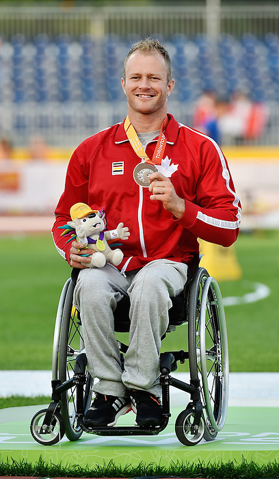 Toronto, ON - Aug 14 2015 - Joshua Cassidy receives his silver medal for the Men's 1500m T54 Final in the CIBC Athletics Stadium during the Toronto 2015 Parapan American Games  (Photo: Matthew Murnaghan/Canadian Paralympic Committee)