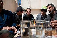Tunisia dopo la rivoluzione: alcuni uomini riuniti ai tavolini di un bar a parlare e fumare. <br /> TUNISIA after spring revolution,