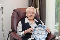 ALGEMEEN: JOURE: 16-09-2013,  Hof en Hiem Zorgcentra Vegelin State, 100 jarige Mevr. Aaltje Ypma, ©foto Martin de Jong