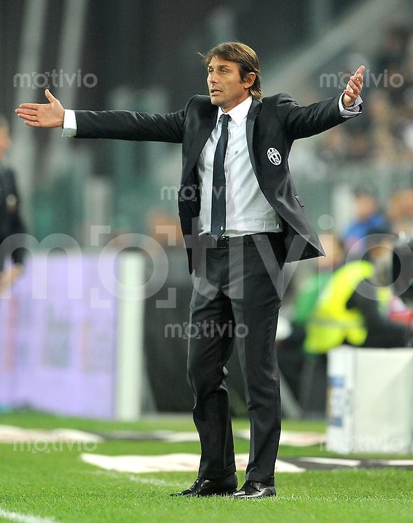 FUSSBALL INTERNATIONAL   SERIE A   SAISON 2011/2012    Juventus Turin - Genua  22.10.2011 Trainer Antonio Conte (Juventus Turin)