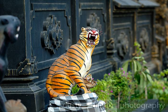 Snarling Tiger statue at entrance to temple at Jimbaran Bay. Jimbaran Bay was the location of the second Bali terrorist bombing on October 2, 2005. Jimbaran Bay, Bali, Indonesia.