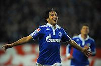 FUSSBALL   1. BUNDESLIGA   SAISON 2011/2012    17. SPIELTAG FC Schalke 04 - SV Werder Bremen                            17.12.2011 Torjubel: RAUL (FC Schalke)