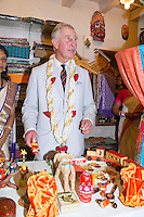 Prince Charles & Camilla buy gifts for Prince George - India