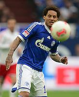 FUSSBALL   1. BUNDESLIGA   SAISON 2012/2013    31. SPIELTAG FC Schalke 04 - Hamburger SV          28.04.2013 Jermaine Jones (FC Schalke 04) am Ball