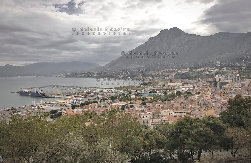 Termini Imerese landscape and harbor.<br /> Paesaggio e porto di Termini Imerese.