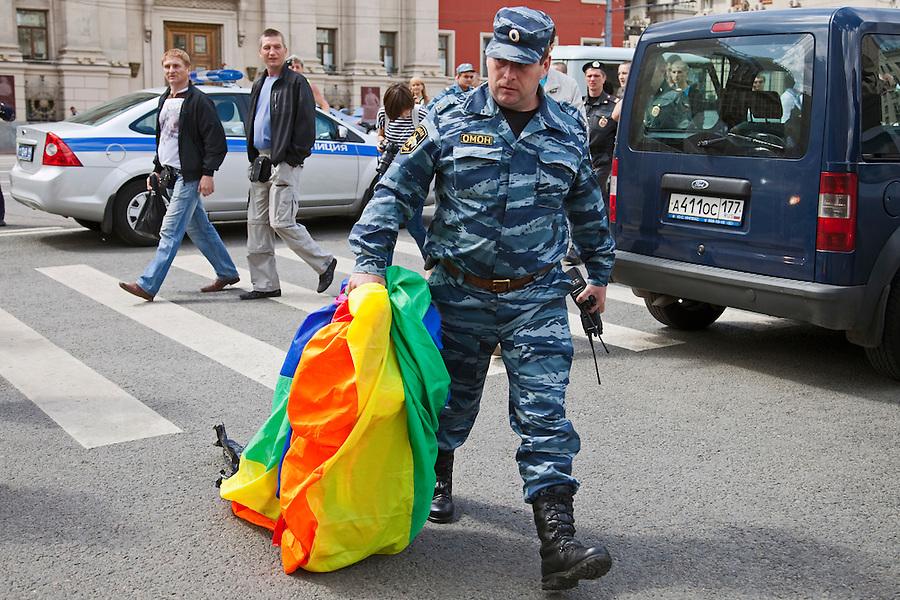 russia-moscow-gay-pride-riot-ru192323.jp