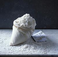 Europe/France/Pays de la Loire/44/Loire-Atlantique/Guérande : Fleur de sel - Sel de Guérande - Stylisme : Valérie LHOMME //  France, Loire Atlantique, Guerande, Fleur de Sel, sea salt from Guerande (food stylist Valerie LHOMME)