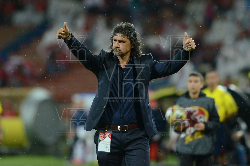 MEDELLÍN -COLOMBIA-1-MAYO-2016.Leonel Álvarez director técnico del Medellín  en acción contra Fortaleza FC  durante partido por la fecha 16 de Liga Águila I 2016 jugado en el estadio Atanasio Girardot ./ Leonel Alvarez coach of  Medellin in actions against  Fortaleza  FC during the match for the date 16 of the Aguila League I 2016 played at Atanasio Girardot  stadium in Medellin . Photo: VizzorImage / León Monsalve  / Contribuidor