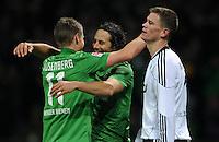 FUSSBALL   1. BUNDESLIGA   SAISON 2011/2012    16. SPIELTAG SV Werder Bremen - VfL Wolfsburg          10.12.2011 Markus Rosenberg und Claudio Pizarro (v.l., beide SV Werder Bremen) jubeln nach dem  3:0. Alexander Madlung (re, Wolfsburg) wendet sich enttaeuscht ab