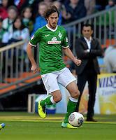 FUSSBALL   1. BUNDESLIGA   SAISON 2013/2014   7. SPIELTAG SV Werder Bremen - 1. FC Nuernberg                    29.09.2013 Santiago Garcia (SV Werder Bremen) Einzelaktion am Ball