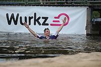 FIERLJEPPEN: Burgum: 03-08-2015, Ysbrand Galama wint, ©foto Martin de Jong