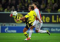 FUSSBALL   CHAMPIONS LEAGUE   SAISON 2012/2013   GRUPPENPHASE   Borussia Dortmund - Ajax Amsterdam                            18.09.2012 Mario Goetze (li, Borussia Dortmund) gegen Niklas Moisander (re, Ajax)