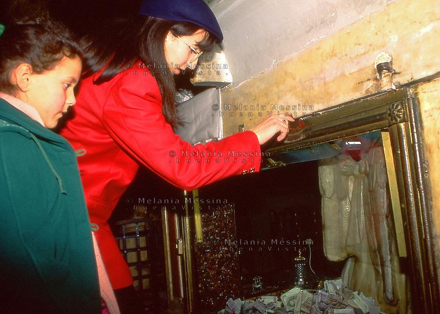 Palermo, sanctuary of Saint Rosalia: offering to the Saint.<br /> Palermo, santuario di Santa Rosalia: offerte alla santa