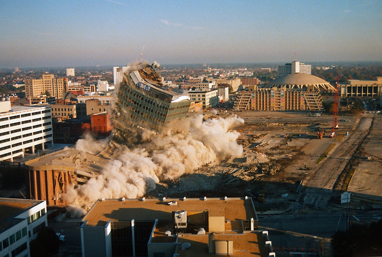 1996 November 24..Redevelopment..Macarthur Center.Downtown North (R-8)..SEQUENCE 9.IMPLOSION OF SMA TOWERS.LOOKING NORTH FROM ROOFTOP .OF MAIN TOWER EAST.PV3..NEG#.NRHA#..