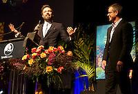 Matt Damon presents to Ben Affleck the Santa Barbara International Film Festival's Modern Master Award. 25-Jan-2013