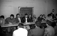 Roma  Settembre 1990.Ex Pastificio Pantanella occupato da centinaia di immigrati asiatici provenienti dal Pakistan e Bangladesh..Il mondo dell'associazionismo in assemblea con gli abitanti della Pantanella..Rome June 1990.Ex Pastificio Pantanella occupied by hundreds of Asian immigrants from Pakistan and Bangladesh..The voluntary sector in meeting with the inhabitants of Pantanella.