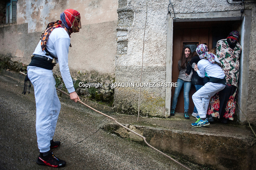 During the carnival Unanua in Navarre Mamuxarros chase the young by the people.