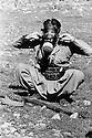 Iraq 1974 <br /> The resumption of hostilities , peshmerga with a gas mask  <br /> Irak 1974 <br /> La reprise de la lutte arm&eacute;e, un peshmerga avec un masque a gaz