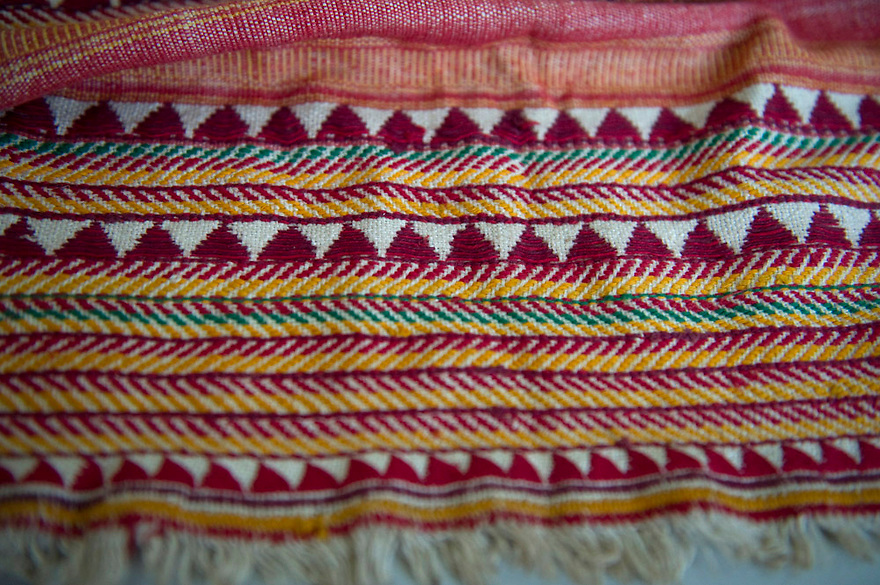 VINTAGE SHAWL FROM THE DONGRIA KONDH TRIBE. RARE PIECE