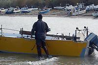 Pescatore rientra nel porto di Villarosa..Fisherman came back in the port of Villarosa.....