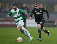 Fussball 1. Bundesliga :  Saison   2012/2013   9. Spieltag  27.10.2012 SpVgg Greuther Fuerth - SV Werder Bremen Goncalves de Edu  (li, Greuther Fuerth) gegen Kevin De Bruyne (SV Werder Bremen)