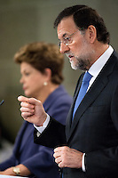 Mariano Rajoy argues a answer in press conference