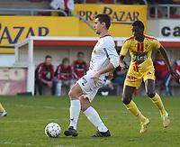 FC GULLEGEM - SV BORNEM :<br /> Jenci Dejonghe (L) in de nek gezeten door Malick Gaye (R)<br /> <br /> Foto VDB / Bart Vandenbroucke