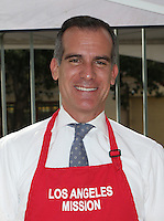 Los Angeles, CA - NOVEMBER 23: Los Angeles Mayor Eric Garcetti, At Los Angeles Mission Thanksgiving Meal For The Homeless At Los Angeles Mission, California on November 23, 2016. Credit: Faye Sadou/MediaPunch