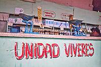 L'Avana, interno di negozio alimentare<br /> Havana , interior of grocery store