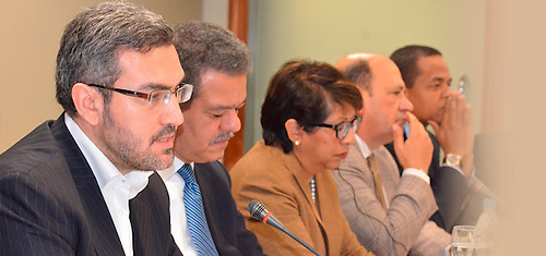 Aymeric Chauprade con Leonel Fernández y otros participantes en una actividad en la Funglode. Al extremo derecho, el senador Julio César Valentín.