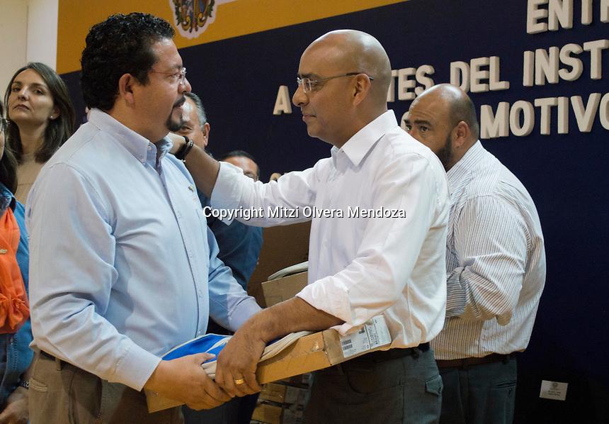 Quer&eacute;taro, Qro. 19 de mayo de 2017.- El Presidente Municipal del Estado de Quer&eacute;taro, Marcos Aguilar Vega, hizo entrega de cerca de trecientas laptops a docentes del Instituto Tecnol&oacute;gico de Quer&eacute;taro (ITQ) por el D&iacute;a del Maestro. <br /> <br /> Foto: Mitzi Olvera