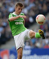 FUSSBALL   1. BUNDESLIGA   SAISON 2012/2013    32. SPIELTAG Hamburger SV - VfL Wolfsburg          05.05.2013 Robin Knoche (VfL Wolfsburg) am Ball