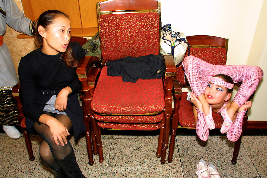 ULAN BATOR, MONGOLIA..08/22/2001.Folcloric show at Bayangol Hotel. Young contortionist girl warming up before performance..(Photo by Heimo Aga)