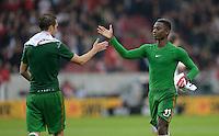 Fussball  1. Bundesliga  Saison 2013/2014  8. Spieltag VfB Stuttgart - SV Werder Bremen     05.10.2013 Eljero Elia (re, SV Werder Bremen) klatscht Luca Caldirola (SV Werder Bremen) ab