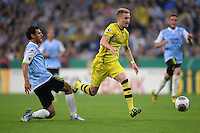 FUSSBALL   DFB POKAL 2. RUNDE   SAISON 2013/2014 TSV 1860 Muenchen - Borussia Dortmund         24.09.2013 Grzegorz Wojtkowiak (li, 1860 Muenchen) gegen Marco Reus (Borussia Dortmund)