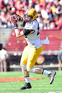College Park, MD - OCT 15, 2016: Minnesota Golden Gophers tight end Brandon Lingen (86) hauls in a pass during game between Maryland and Minnesota at Capital One Field at Maryland Stadium in College Park, MD. (Photo by Phil Peters/Media Images International)