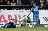 FUSSBALL   1. BUNDESLIGA   SAISON 2011/2012   21. SPIELTAG Werder Bremen - 1899 Hoffenheim                        11.02.2012 Sebastian Rudy (li) und Roberto Firmino (re, beide TSG 1899 Hoffenheim) gegen Markus Rosenberg (SV Werder Bremen)