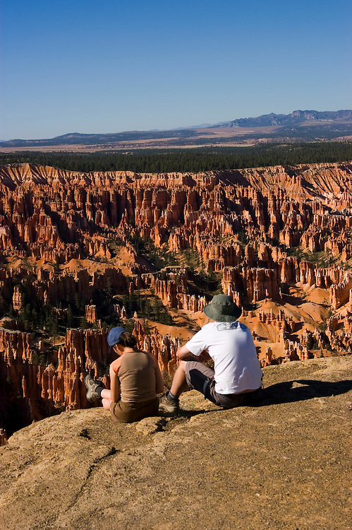 Couple relaxing at Bryce Canyon National Park, Ampitheater and Hoodoos of Silent City from Bryce Point, dawn, erosion, arid, Utah, UT, Southwest America, American Southwest, US, United States, tourists, travelers, sightseeing, no model release, Image ut342-17524, Photo copyright: Lee Foster, www.fostertravel.com, lee@fostertravel.com, 510-549-2202