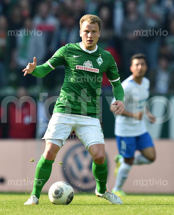 FUSSBALL   1. BUNDESLIGA   SAISON 2013/2014   31. SPIELTAG SV Werder Bremen - 1899 Hoffenhein                   19.04.2014 Philipp Bargfrede (SV Werder Bremen) am Ball