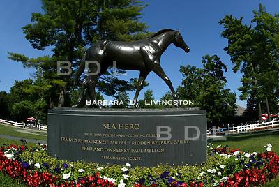 Saratoga paddock, Sea Hero statue. 8/20/04