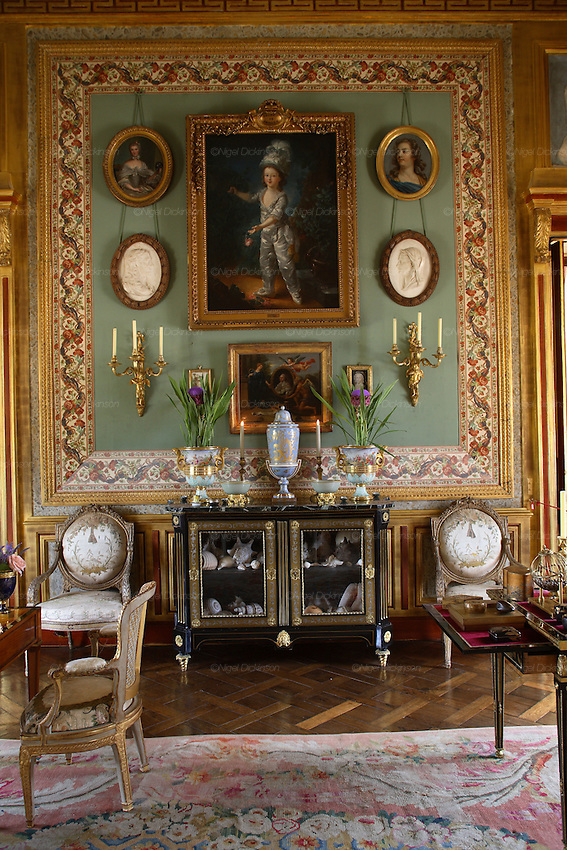 French interior decorator jacques garcia and his chateau le champ du bataille nigel dickinson - Decoration jacques garcia ...