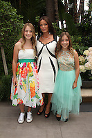 Carlton Gebbia with daughters Destiny and Mysteri<br />