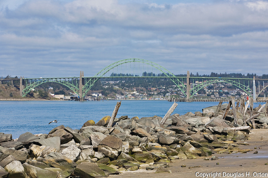 Large girder bridge over yaquina bay oregon coast with for Seaside oregon fishing