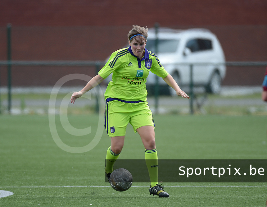 20150808 - ZULTE , BELGIUM : Anderlecht's Marlies Verbruggen  pictured during a friendly soccer match between the women teams of Zulte-Waregem and RSC Anderlecht  , during the preparations for the 2015-2016 SUPERLEAGUE season, Saturday 8 August 2015 . PHOTO DAVID CATRY