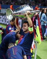 FUSSBALL  CHAMPIONS LEAGUE  FINALE  SAISON 2014/2015   Juventus Turin - FC Barcelona                 06.06.2015 Der FC Barcelona gewinnt die Champions League 2015: Xavi Hernandez jubelt mit dem Pokal