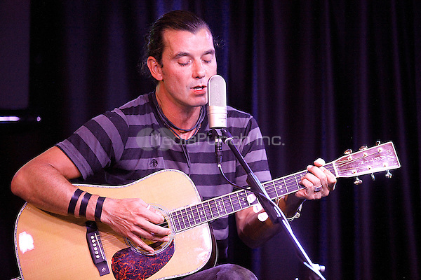 Gavin Rossdale of Bush performs and does portraits at Radio 104.5 in Bala Cynwyd, Pa on August 3, 2011  © Star Shooter / MediaPunchInc