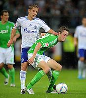 FUSSBALL   1. BUNDESLIGA   SAISON 2011/2012    5. SPIELTAG VfL Wolfsburg - FC Schalke 04                                  11.09.2011 Lewis HOLTBY (li, Schalke) gegen Rasmus JOENSSON (re, Schalke)