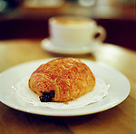 Located at the corner of Stewart St. and Pike Place, Le Panier offers traditional breads and pastries of France.
