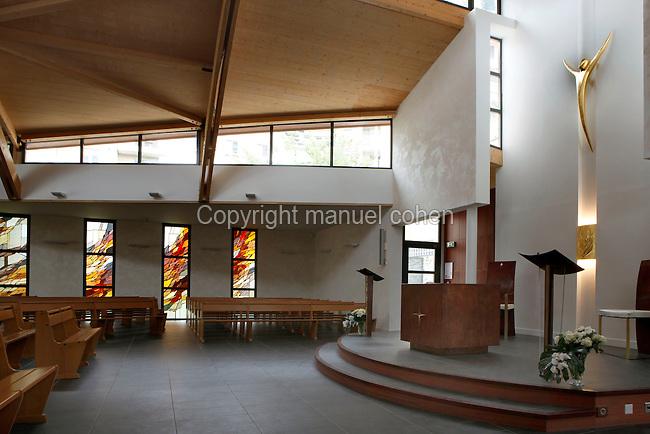 Eglise saint adrien courbevoie france cons cration du for Le pere du meuble furniture