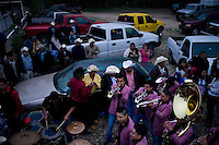 Live bands or groups of mariachis sometimes accompany the action at a charreada and draw crowds for evening dances after competition has ended.